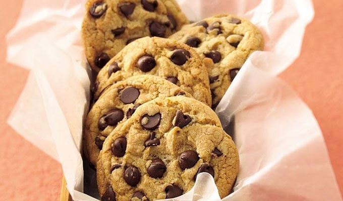 delicious-desserts-under-300-calories-06-chickpea-chocchip-cookies
