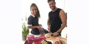 sam wood shows Eve Wood how to make a healthy lunchbox for school