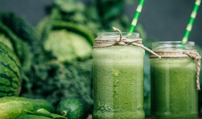 how-to-make-your-breakfasts-healthier-03-green-smoothie
